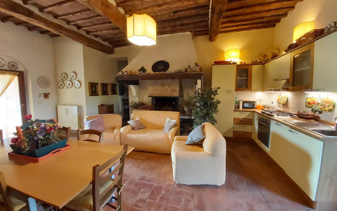 VENDESI PORZIONE DI COLONICA – Vicinanze Pianella Rif A71